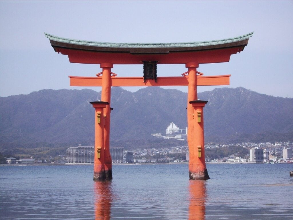 Torii de la isla, Japón