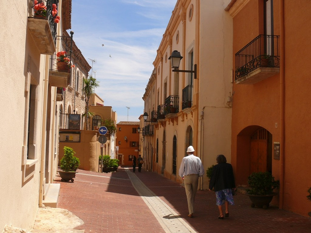 Paseo por las calles de Begur