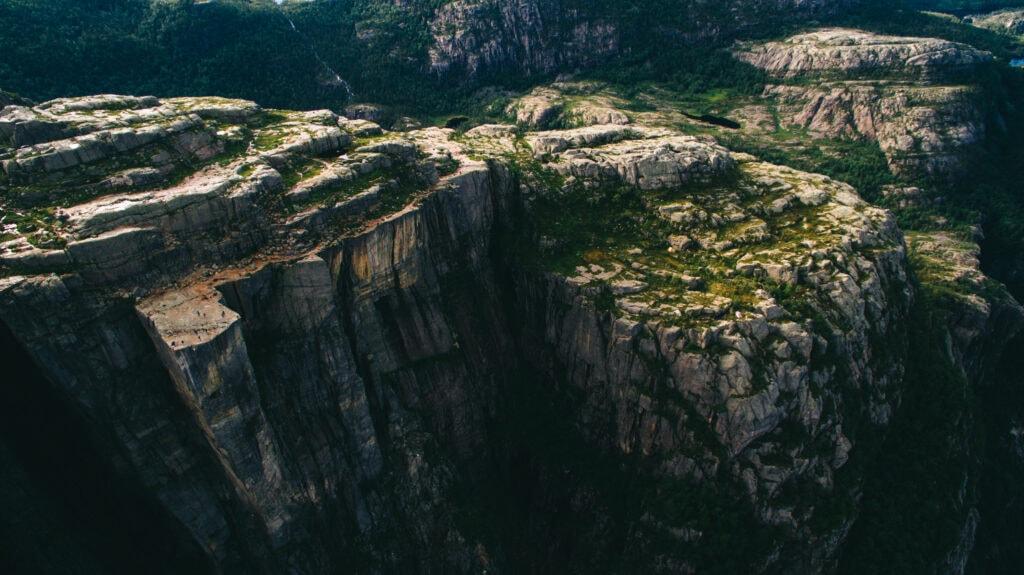 Vista aérea del Preikestolen y el Púlpito