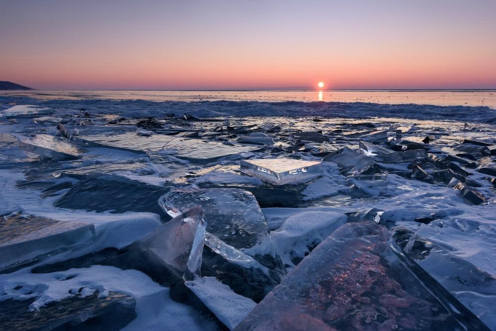 Postal del lago Baikal en invierno