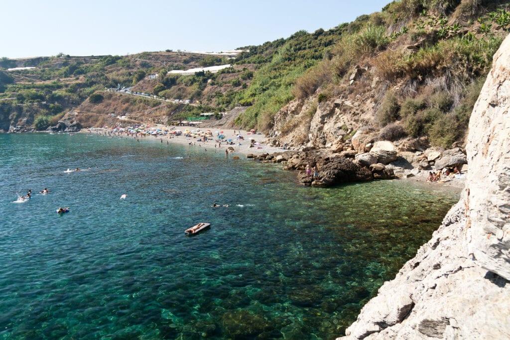 playa-y-cascada-de-Maro